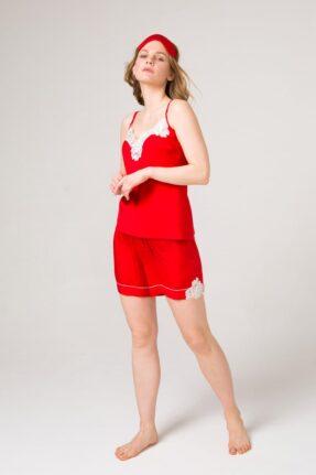 Красный пижамный комплект: топ с шортами. Отделан белым кружевом и белым кантом.