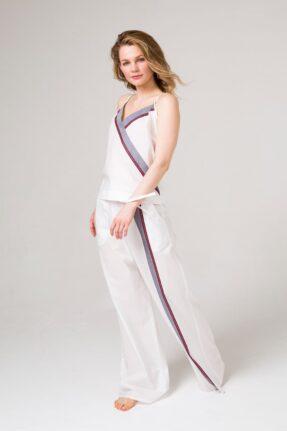 Комплект топ и брюки из белого хлопка с цветной полосой для дома и отдыха.