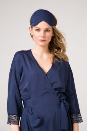 Синий халат – кимоно , макси. Отделан французским синим кружевом .