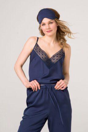 Синий пижамный комплект, топ с брюками. Отделан французским, синим кружевом.